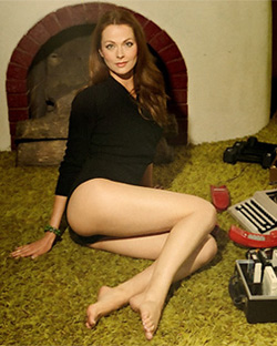 Anna Retro Modeling