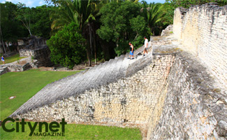 The area around this Mayan civilization is well kept so it's easy to walk around and visit.