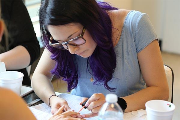 m-salon-manicure