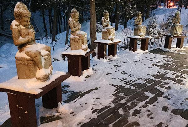 spa-ofuro-statues